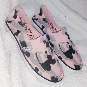 Gotta Flurt Camo Canvas Shoes. Sz 6M